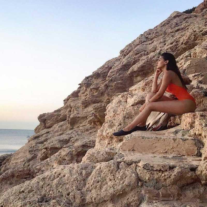 Amyra-Dastur-Bikini-photos-at-hill