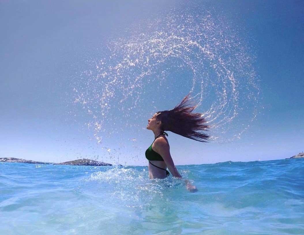 Amyra-Dastur-Hot-Sexy-Bikini-heating-up-the-water