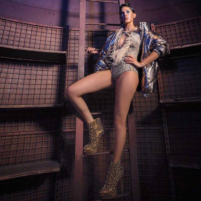 Amyra-Dastur-Hot-Sexy-Bikini-photos-raised-all-the-bars