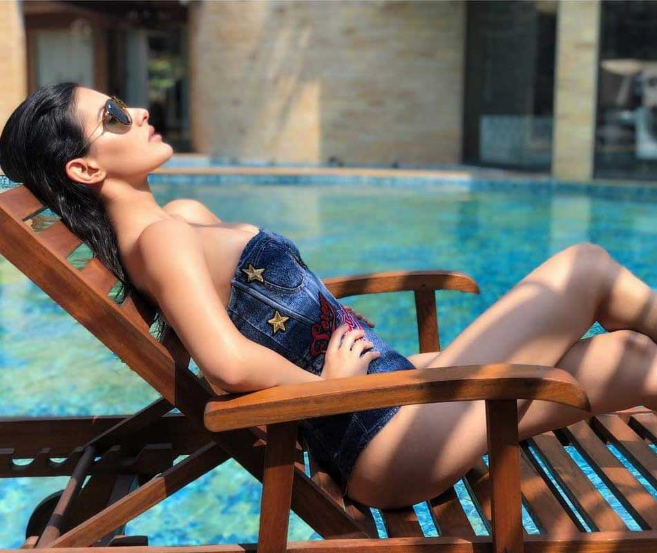 Amyra-Dastur-flaunts-her-curves-in-denim-bikini-near-poolside
