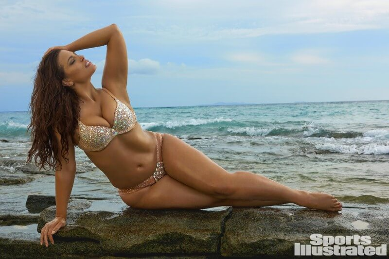 Ashley-graham-showcases-her-sexy-curves-in-scintillating-swimwear