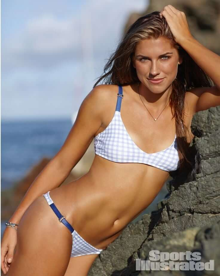 Hottest-Alex-Morgan-display-her-body-in-swimsuit