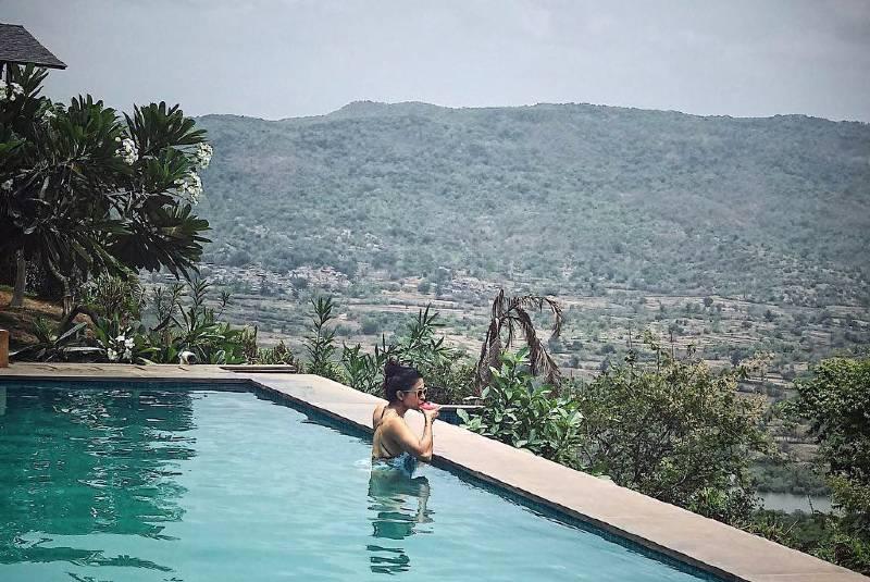 Kishwer-Merchant-in-bikini-relaxing-in-pool-on-vacation