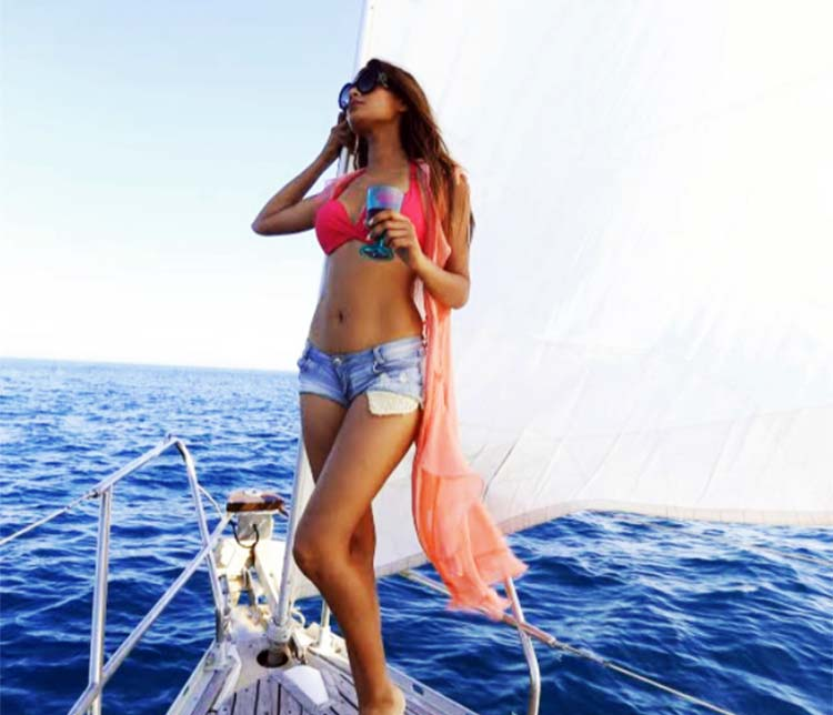Lopamudra-Raut-bikini-with-short-on-yatch-she-is-boundless-beauty