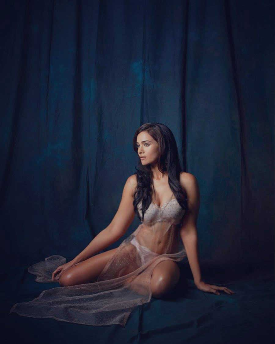 Megha-Gupta-Hot-Sexy-bikini-pictures-hd