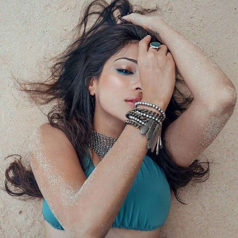 Megha-Gupta-Hot-Sexy-bikini-pose