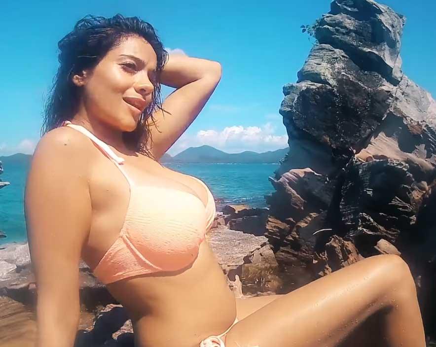 Megha-Gupta-boobs-in-bikini-are-damn-hot