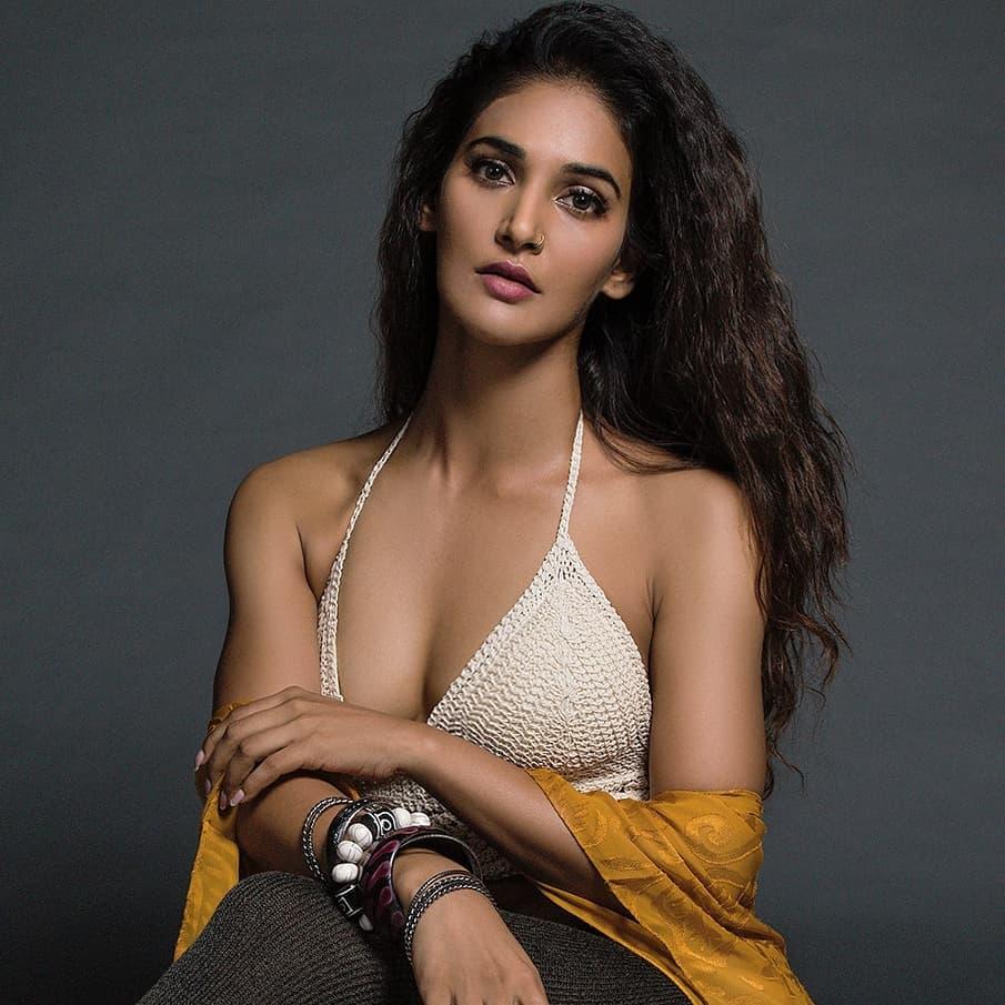 Mukti-Mohan-Stills-wearing-bikini-top-displaying-her-cleavage