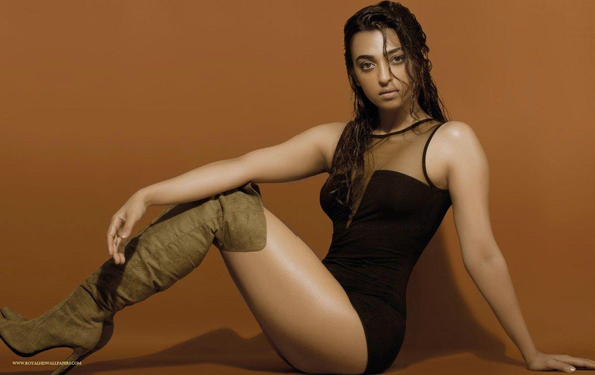 Radhika-apte-sizzling-bikini-pics-showing-her-sexy-butt-legs