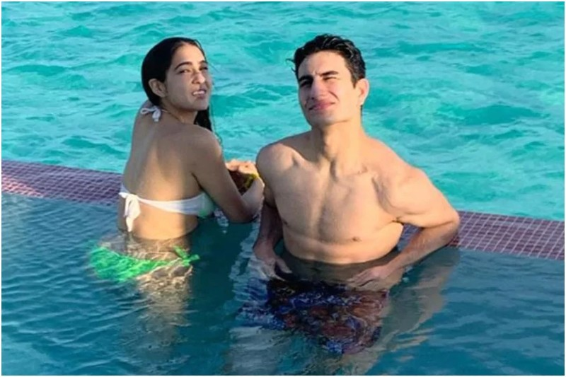 Sara-ali-Khan-in-bikini-with-Ibrahim-Ali-Khan-in-pool