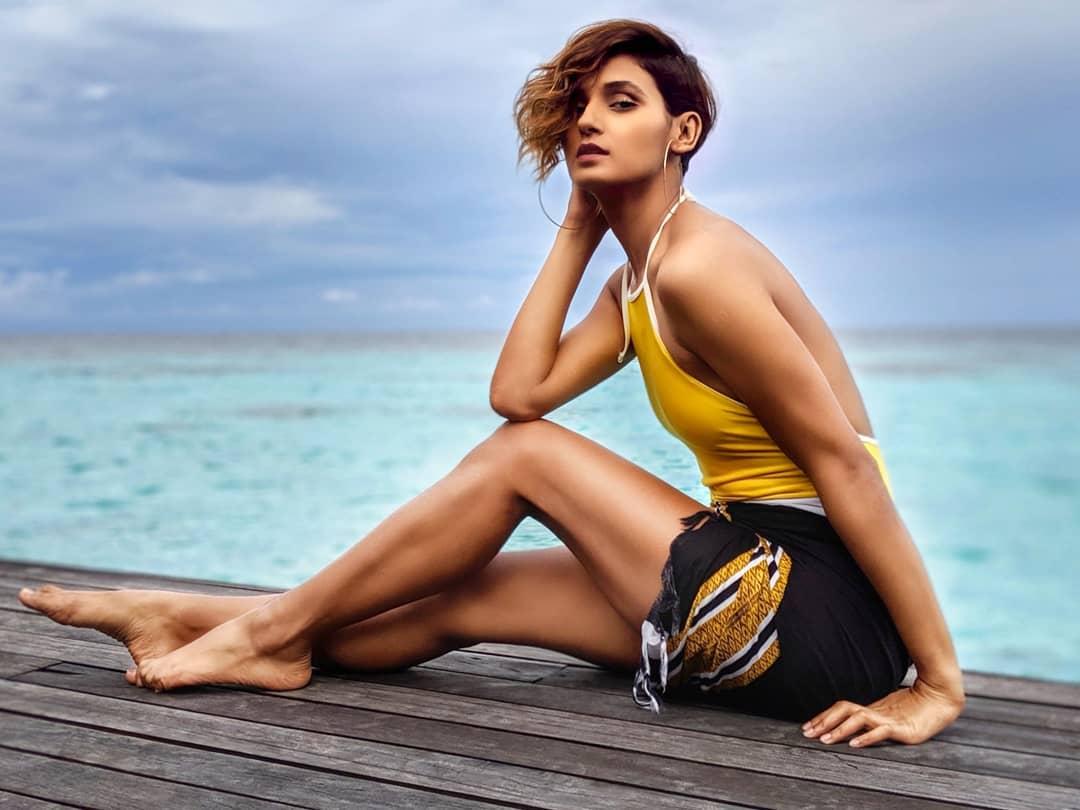 Shakti-Mohan-bikini-photos-on-Instagram
