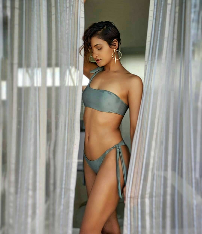did-Shakti-mohan-bikini-photos