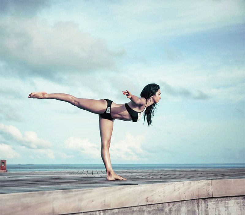 abigail-pande-in-bikini-showing-yoga-poses