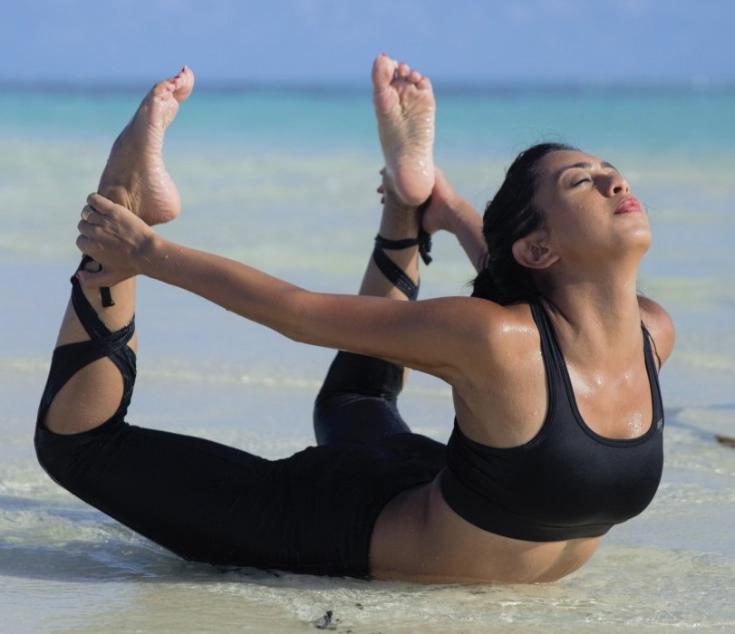abigail-pande-showing-yoga-pose-in-bikini-on-beach
