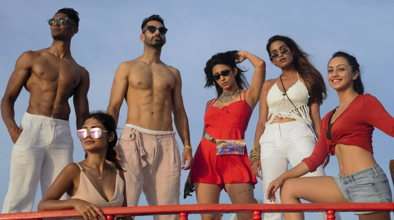 actress-abigail-pande-bikini-photos-with-kishwar-merchant-sreejita-de