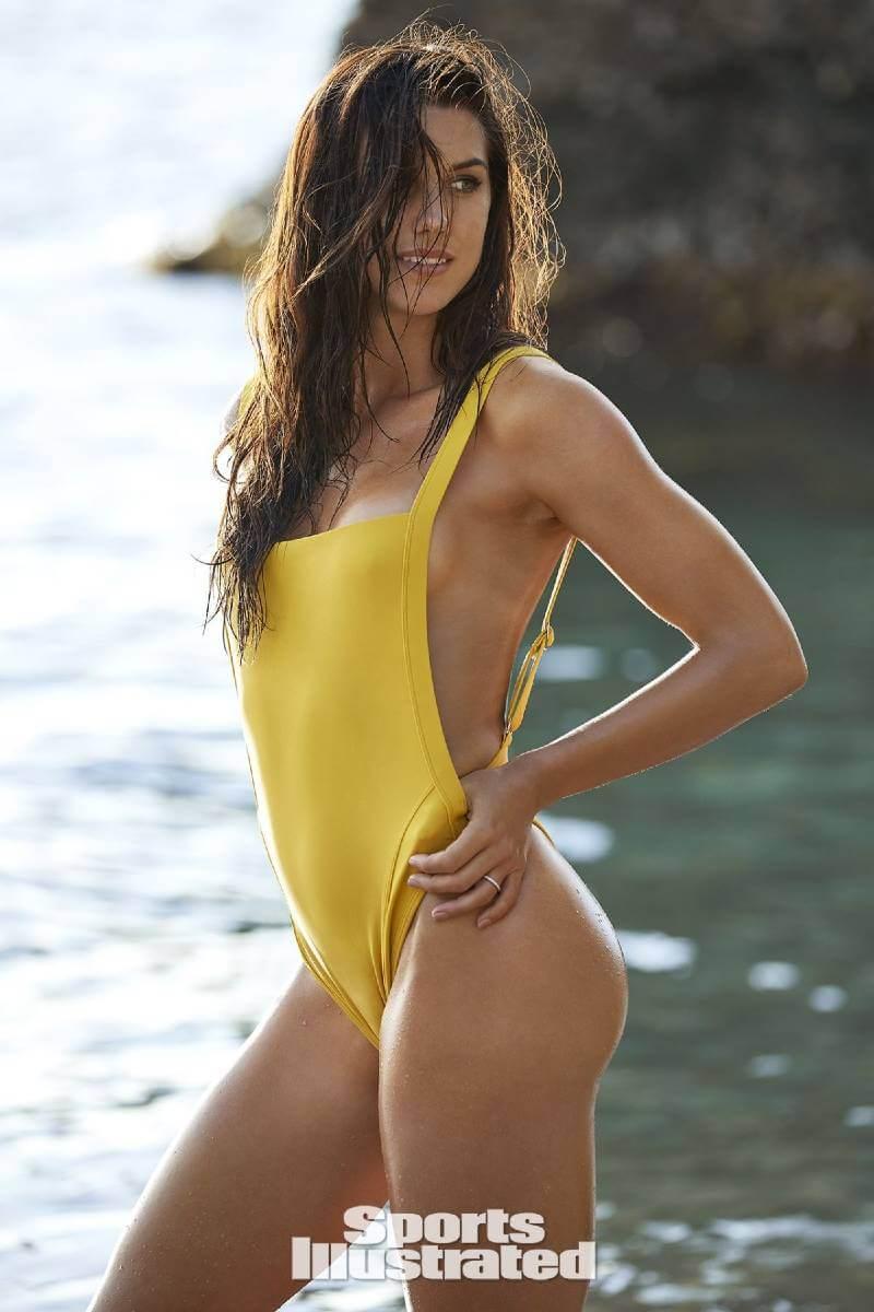 alex-morgan-near-nude-pictures-in-bikini