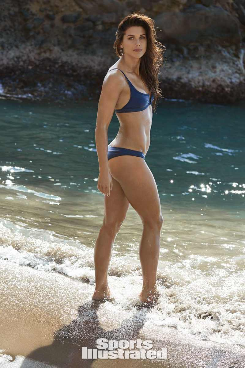 alex-morgan-showing-her-ass-in-blue-bikini
