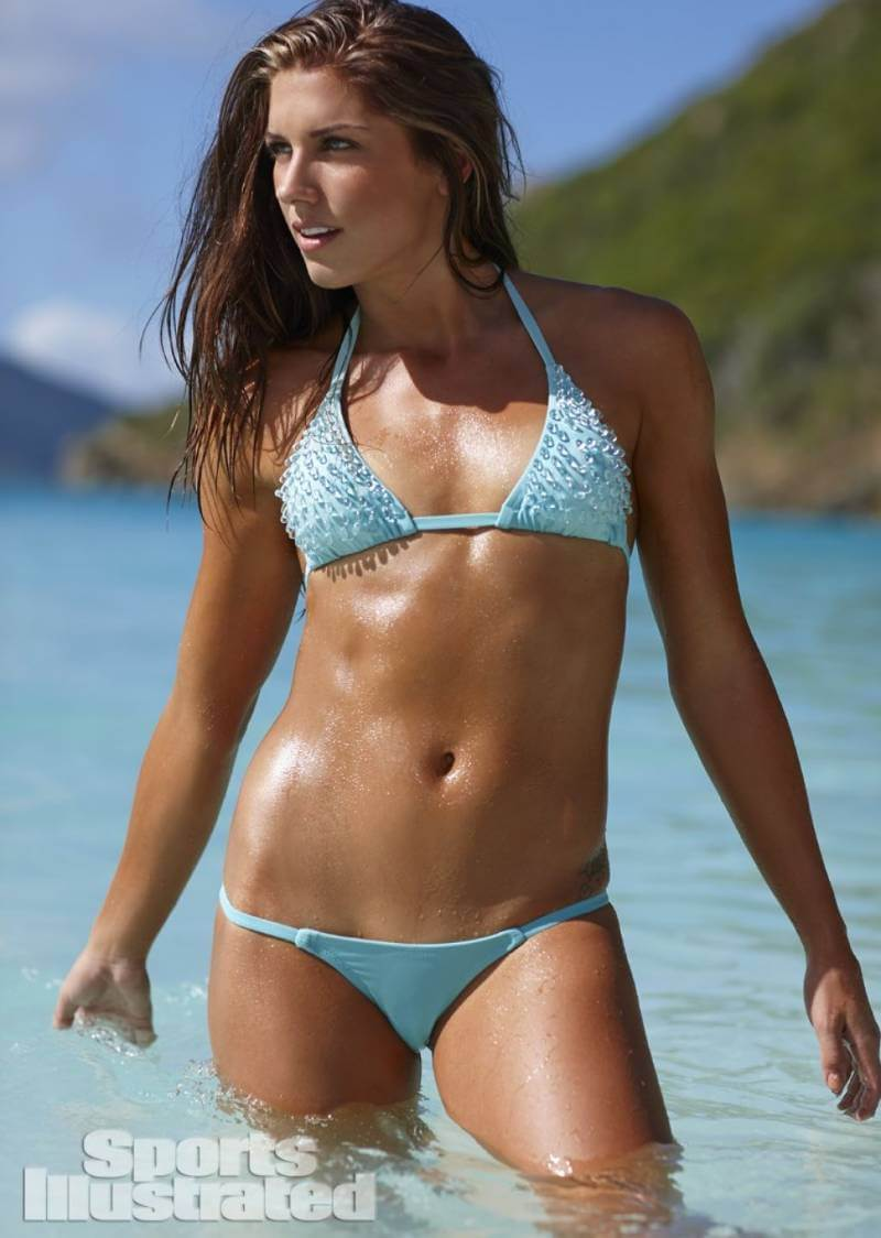 alex-morgan-sports-illustrated-swimsuit-pictures-looking-damn-hot
