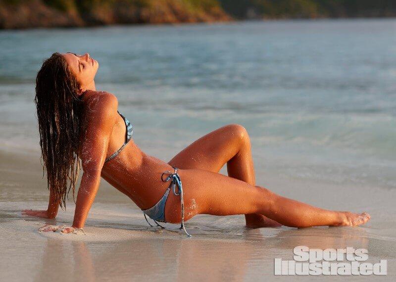 alex-morgan-toned-bikini-body-photos-for-sports-illustrated-magazine