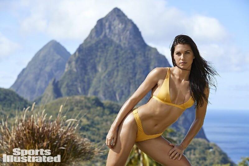 alex-morgan-toned-body-in-bikini-thong-looking-great