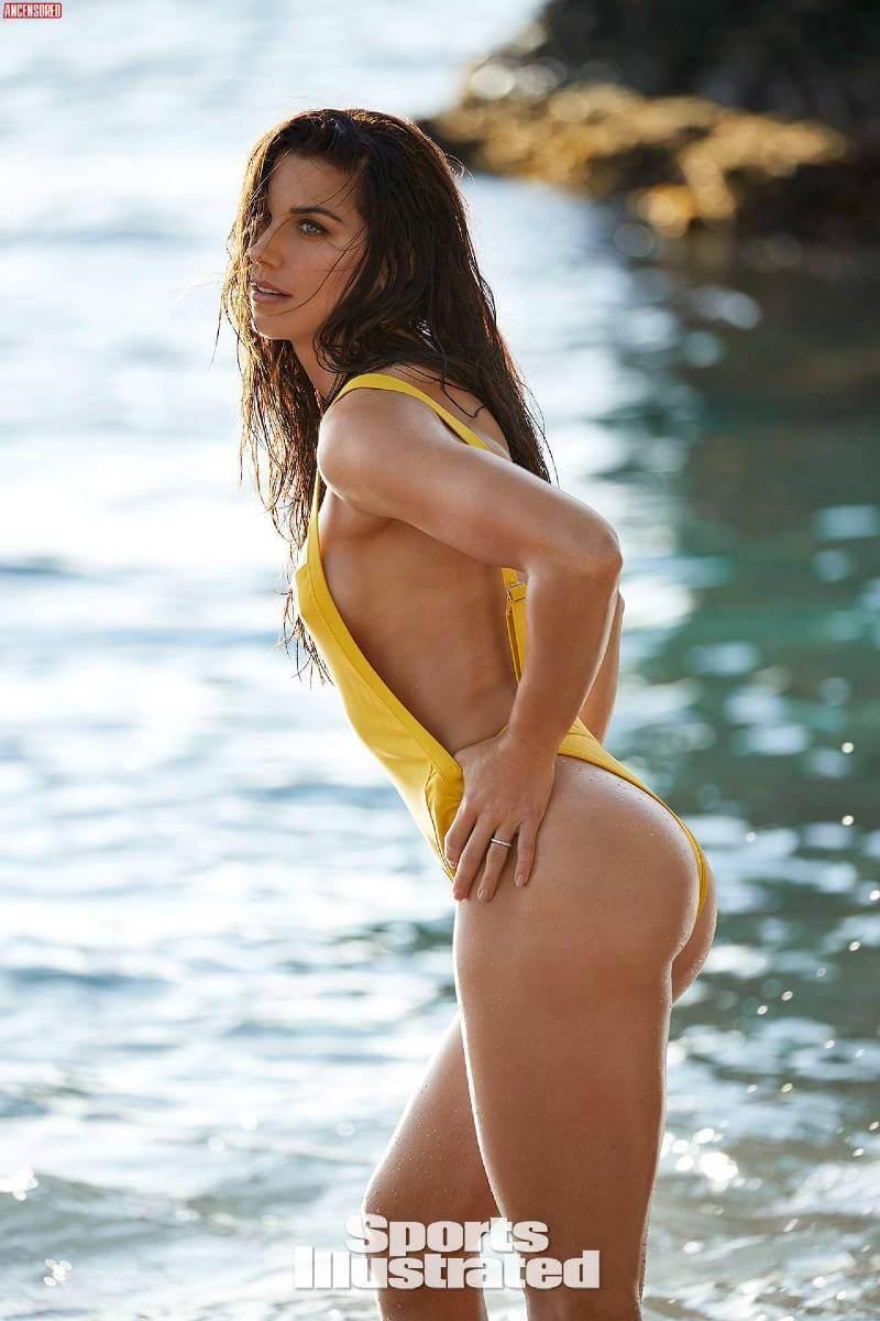 american-soccer-player-alex-morgan-bikini-photos-show-off-her-hot-ass
