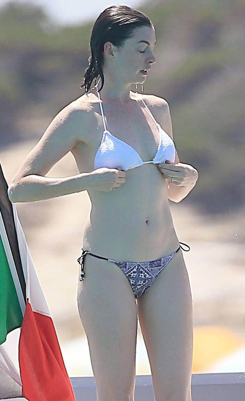anne-hathaway-adjusting-her-bikini-top-after-getting-wet