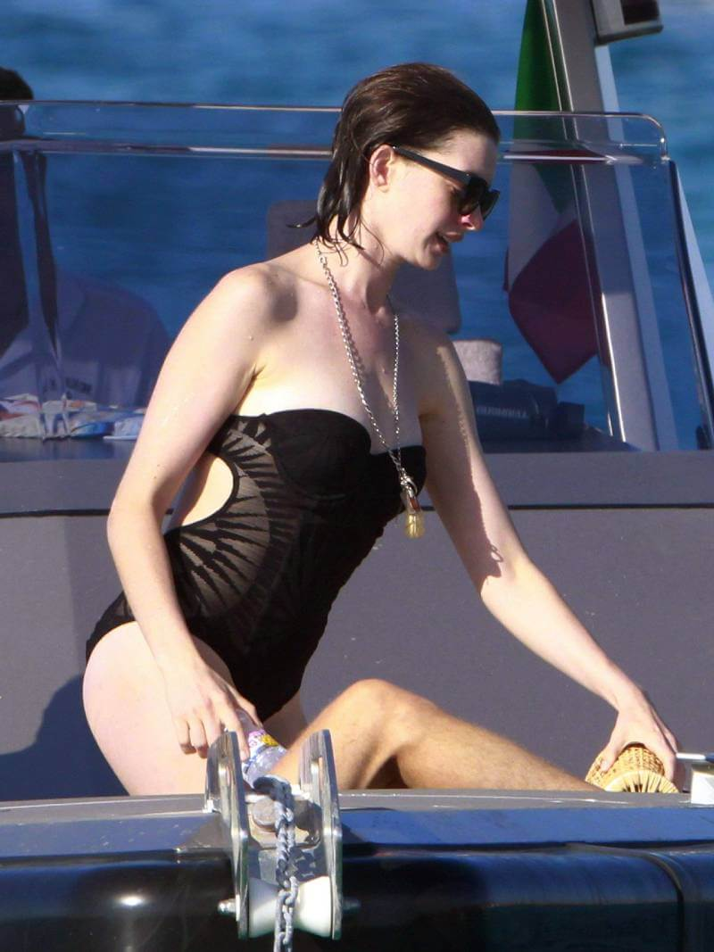 anne-hathaway-bikini-pictures-showing-her-zero-figure