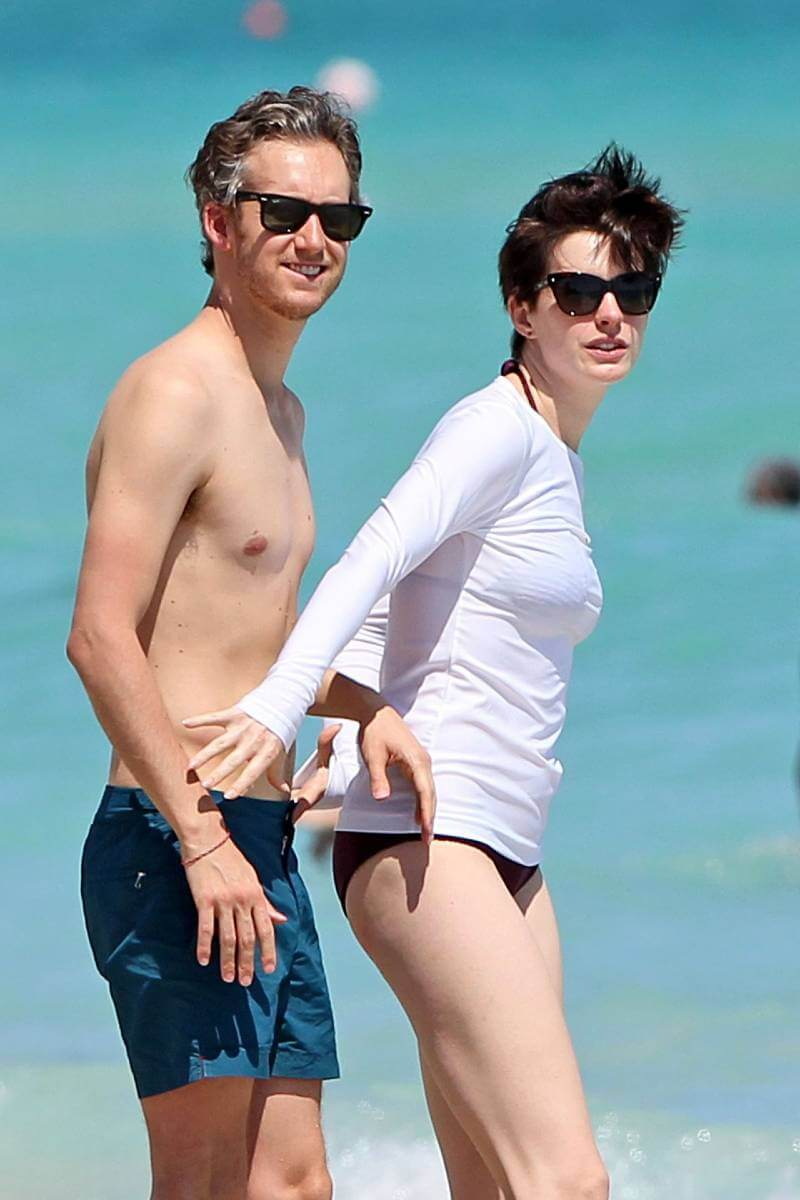 anne-hathaway-in-a-covered-bikini-on-beach-in-miami