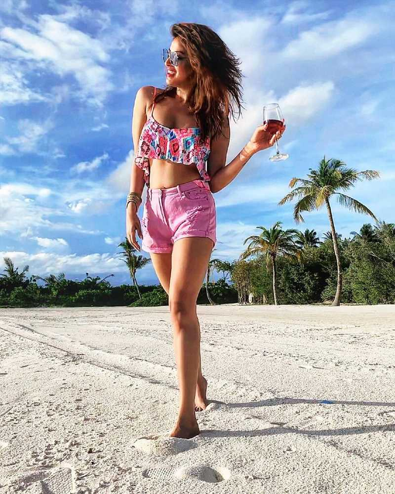 anushka-ranjan-bikini-photos-on-beach