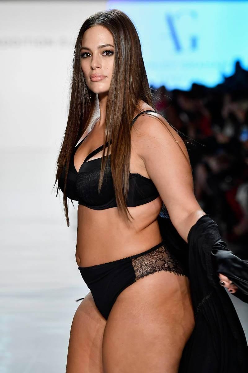 ashley-graham-lingerie-model-walking-on-ramp