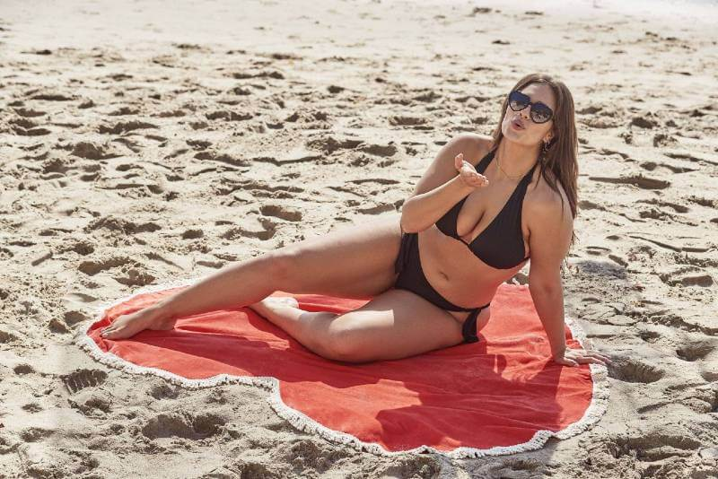 ashley-graham-photoshoot-for-her-new-collection-of-bikini