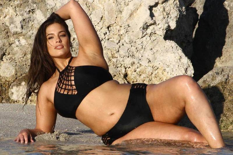 ashley-graham-showing-off-her-bikini-body-on-a-beach
