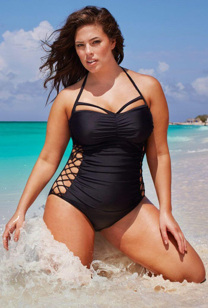 ashley-graham-shows-off-her-curvy-body-assets-in-bathing-suit