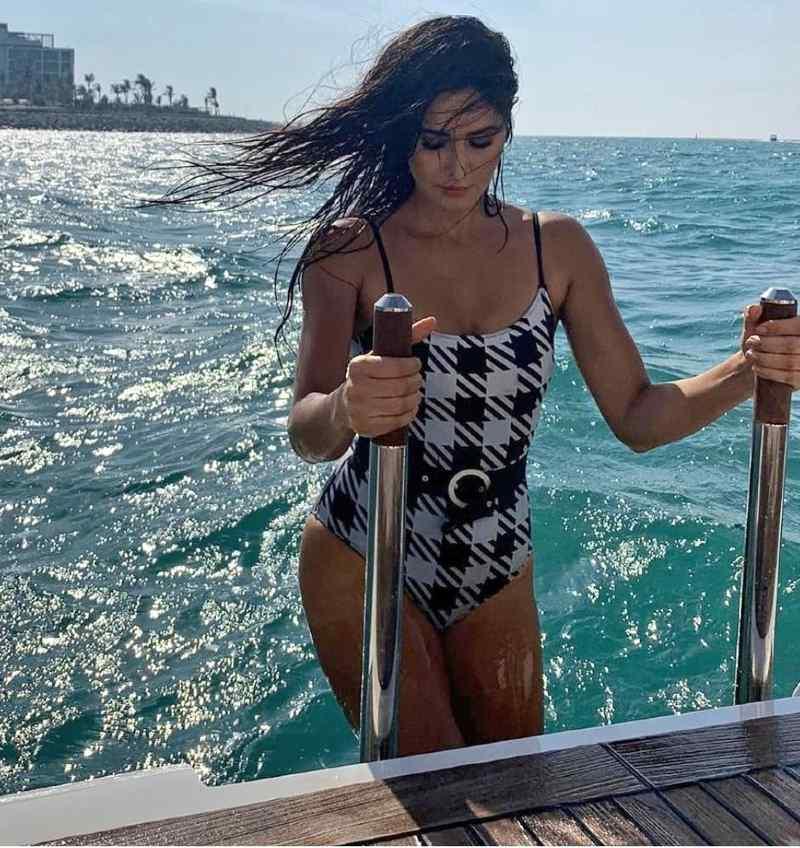 bollywood-actress-katrina-kaif-bikini-pictures