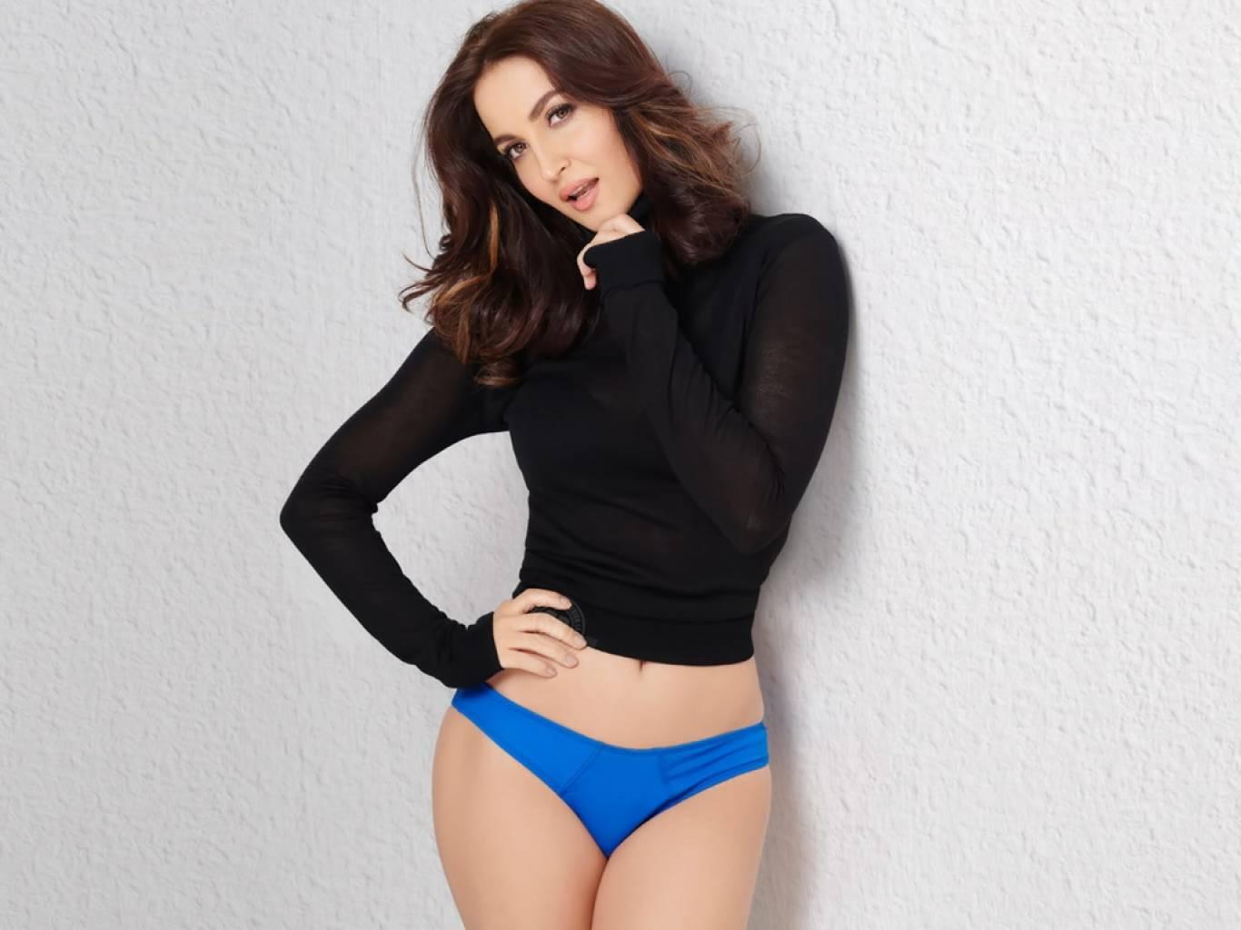 elli-avram-bikini-pics-shows-off-her-curves