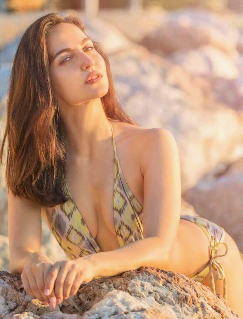 elli-avram-deep-cleavage-pose-in-bikini-on-beach