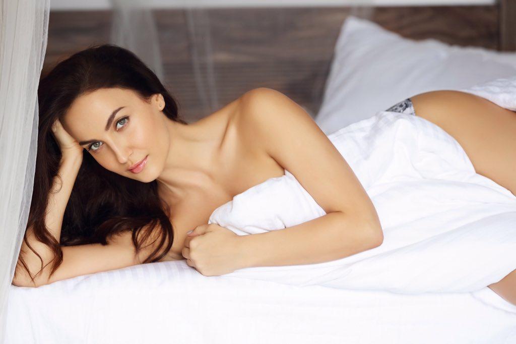 elli-avram-near-nude-image-on-bed