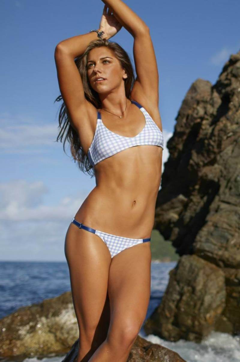 hot-bikini-images-of-alex-morgan-flaunting-her-sexy-curves