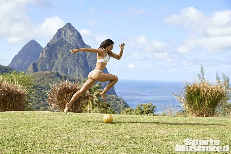 hot-soccer-player-alex-morgan-bikini-pictures-in-sports-illustrated-swimsuit-issue