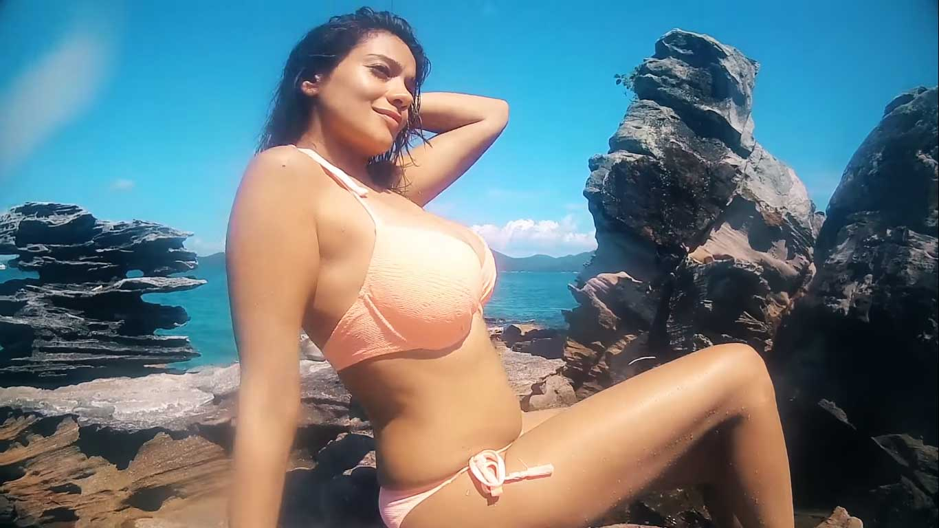hot-tv-actress-Megha-Gupta-showcases-her-curves-in-bikini-on-beach