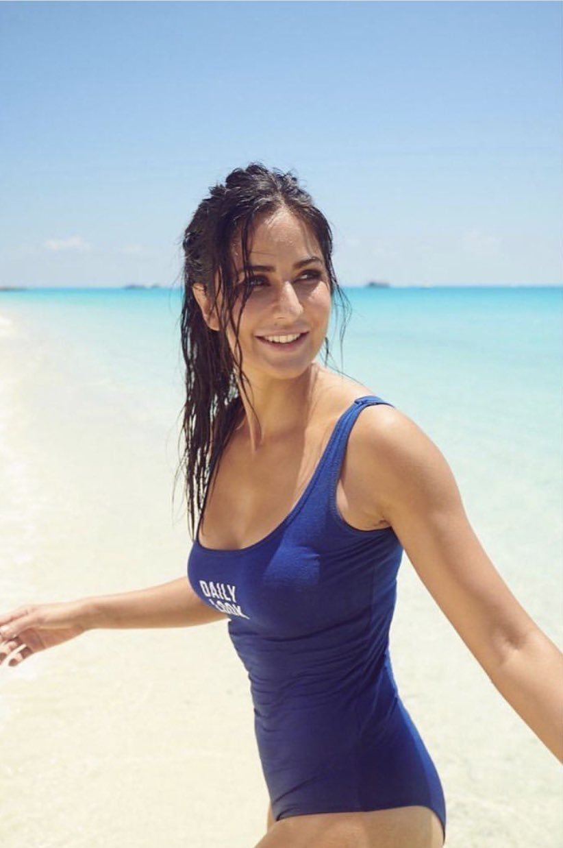 katrina-kaif-bikini-photos-at-the-beach