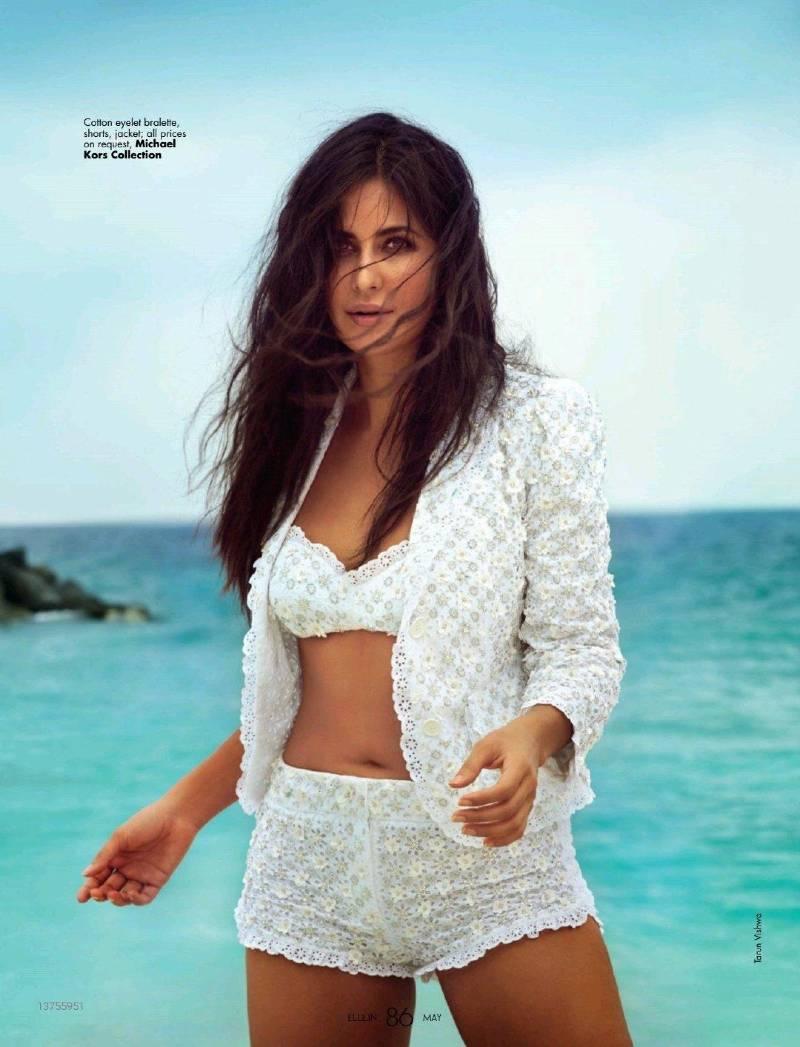 katrina-kaif-bikini-photos-showing-her-sexy-navel