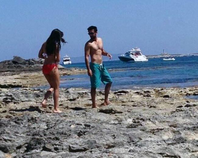 katrina-kaif-enjoying-in-bikini-on-sea-side