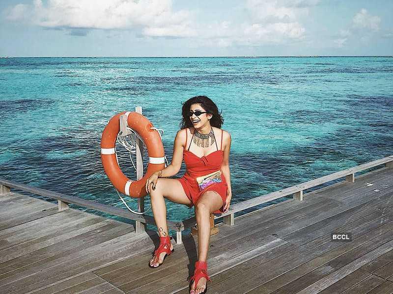 kishwar-merchant-wearing-bikini-on-vacation