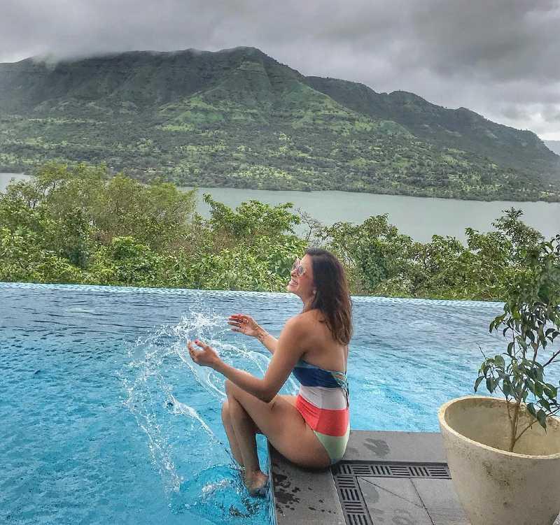 kishwer-merchant-bikini-photos-having-fun-in-pool