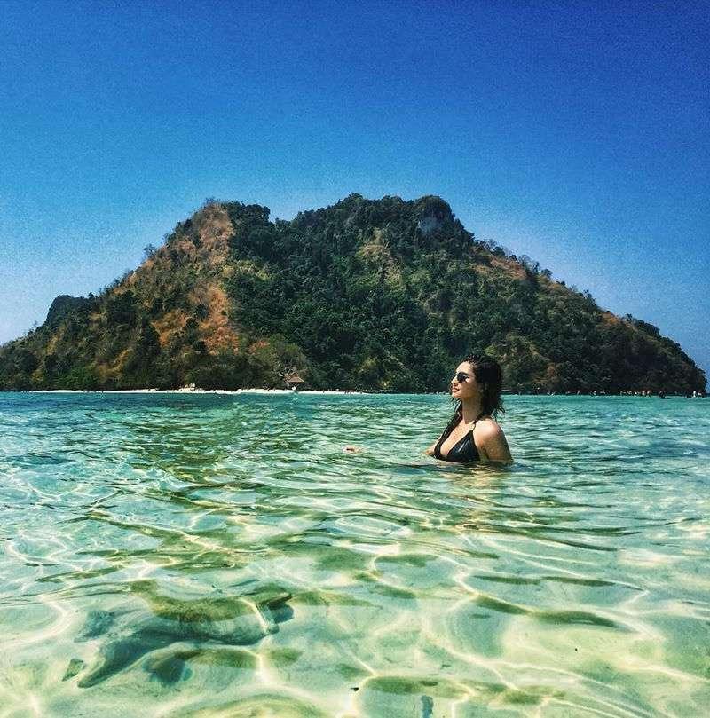 krystle-dsouza-bikini-pics-in-sea-water