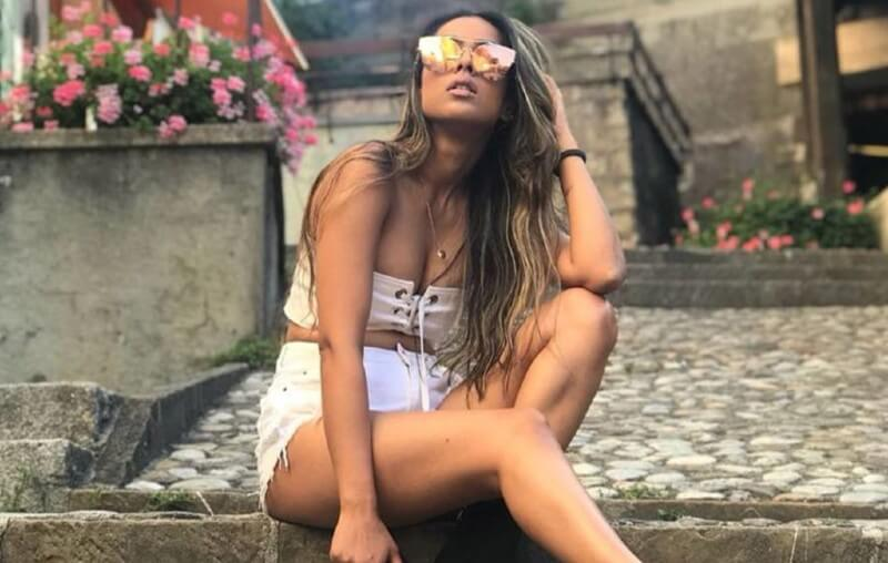 nia-sharma-gorgeous-photos-in-white-shorts-show-her-hot-legs