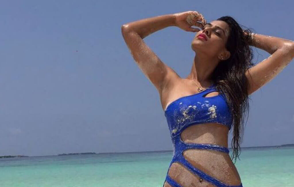 hot-actress-nia-sharma-hot-bikini-pics