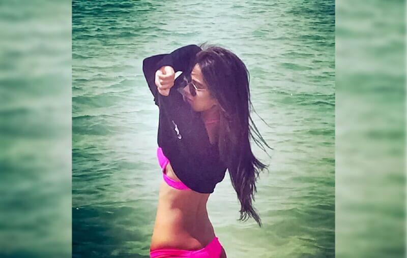 tv-actress-nia-sharma-taking-off-her-shirt-showing-her-bikini-bod
