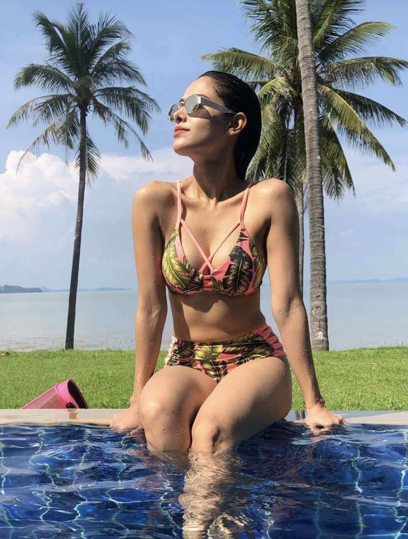 nusrat-bharucha-flaunting-her-hot-figure-in-designer-bikini-on-pool